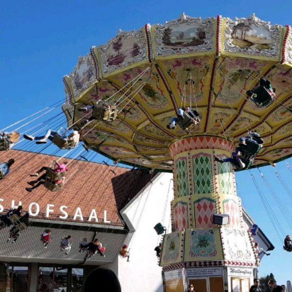 Bei traumhaften Kilbi-Weättr wurde die Luschnouar Kilbi eröffnet. Die Fallschirmspringer sind sicher gelandet ...