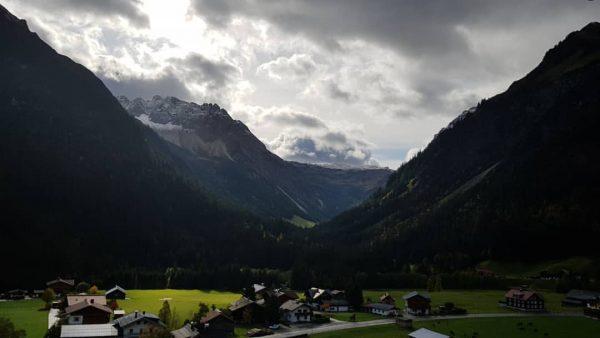 Blick vom #derkleinwalsertalerrosenhof . . . #kleinwalsertal #morgenstimmung #berge #momentaufnahme #einfachgenießen Der Kleinwalsertaler ...