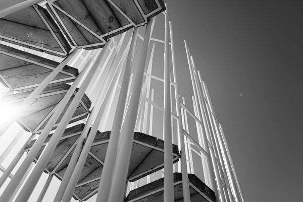 »Haltestelle Bränden« | Ein Wald aus wilden dünnen Stahlstangen Architekt: @sou_fujimoto, Japan | ...
