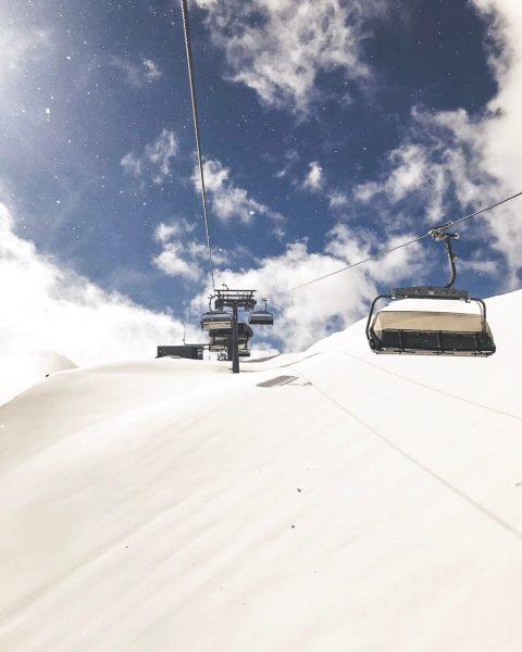 Vorfreude... auf die erste Liftfahrt. #wintermitwow ⛷❄️🚠 __________ #baldgehtslos #skifahren #snowboarden #winteriscoming #wirliebendieberge ...