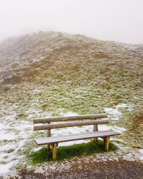☁️🌨🗻 • #berghofbezau #bezau #bregenzerwald #vorarlberg #österreich #austria #visitvorarlberg #visitbezau #visitbregenzerwald #visitaustria #sonderdach ...