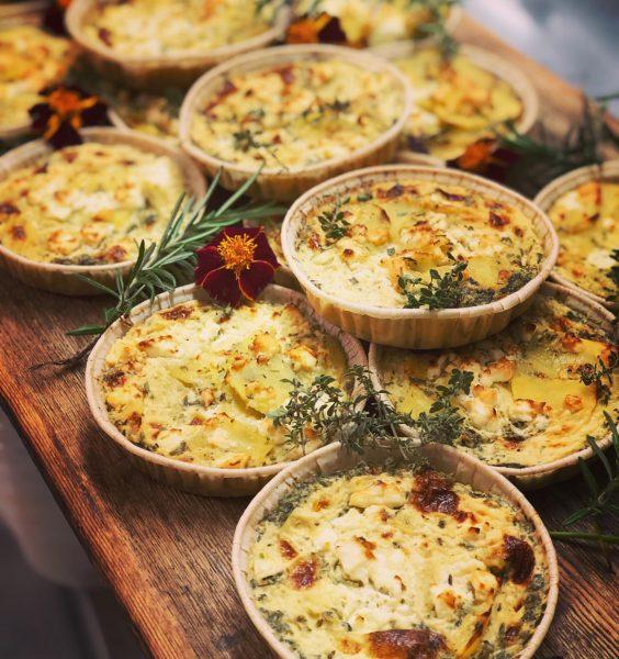 Mini Kartoffel-Feta Quiche #quiche #minibites Rezept von @tici_kaspar #kartoffel #feta #readytoeat #frühstück #frühstücksideen ...