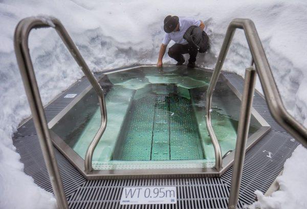 Draußen im #Pool sitzen? Im WINTER? 😮 . Warum eigentlich nicht? Da braucht's ...