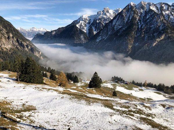 Über den Wolken ... kurzer Ausflug ins Skigebiet ⛅️⛄️⛷ #bergstation #dorfbahn #skisaison #baldgehtslos ...