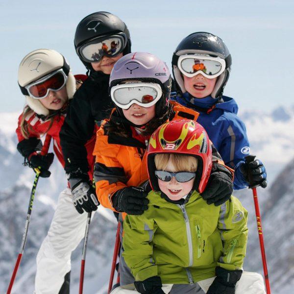 Lieber Old-School als No-School 😎 Der Spaß steht bei unseren Skikursen im Vordergrund ...