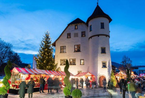 Glühmost, Maroni und andere schöne Sachen, warten auf euch beim Götzner Weihnachtsmarkt! Freitag, ...