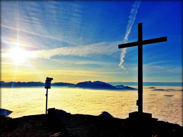 #hohekugel #wanderung #sonne #überdenwolken #vorarlberg #visitvorarlberg #üsrländle #sonnetanken #sun Hohe Kugel