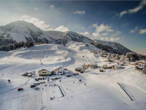 Sonnenstrahlen, glitzernder Schnee und perfekte Pisten. ❄☀ Es ist soweit, der Winter steht ...