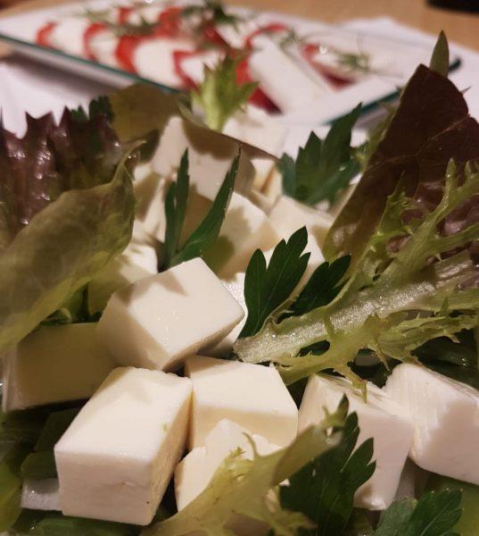 Kleiner Ausschnitt vom heutigen Frühstücksbuffet 🥬 Täglich von 08:00 Uhr bis 11:00 Uhr #schtûbat #frühstück #regionaleprodukte #greenhotel...