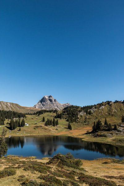 {körbersee} @ lech, austria ✔️ #austria #vorarlberg #lechzuers #hochtannbergpass #körbersee #autumn #wanderlust #stayandwander ...
