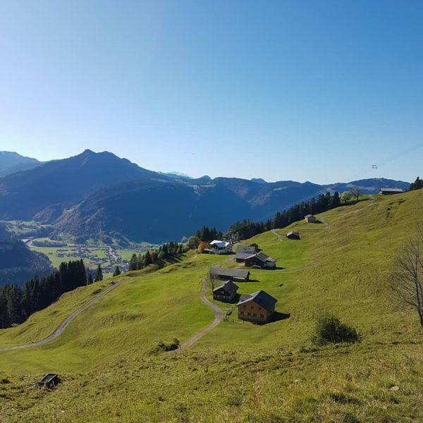 🍁🌞🍂⛰ • #berghofbezau #bezau #bregenzerwald #vorarlberg #austria #österreich #sonderdach #visitvorarlberg #visitbezau #visitbregenzerwald #visitaustria ...