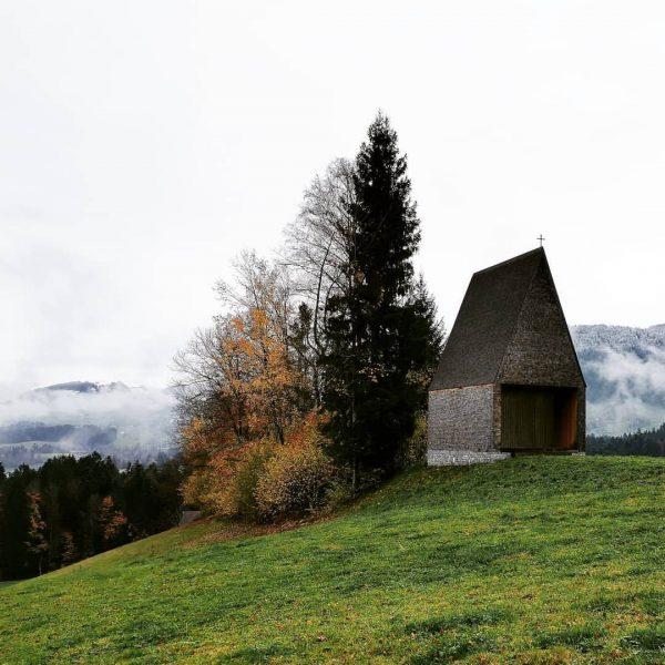 Kapelle Salgenreute - Bernardo Bader Herbstspaziergang im Bregenzerwald #autumnhike #bregenzerwald #vorarlberg #woodarchitecture #holzarchitektur ...