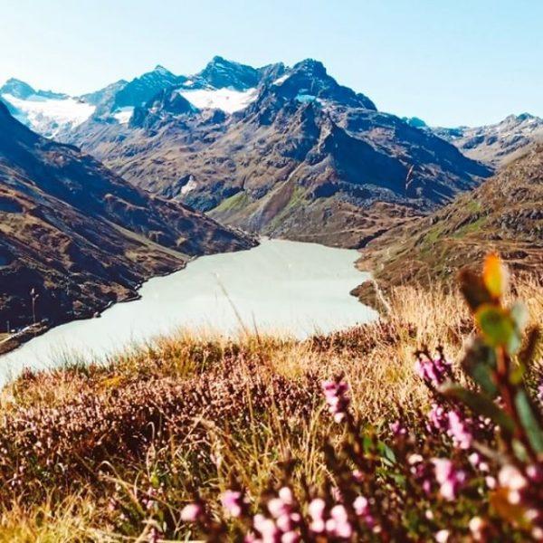 Bergherbst. 🍂🍁 __________ #herbst #silvrettasee #landschaft #berge #silvretta #landschaft #schneefelder #bergliebe #wandern #hikingadventures ...