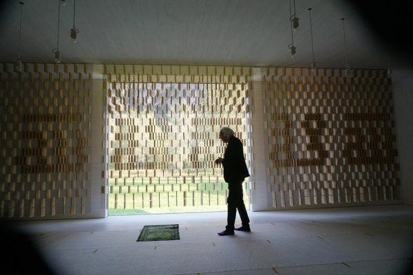 Flere billeder fra den islamiske begravelsesplads i Altach, Østrig 🙏🏼 Her ses bønnerummet ...