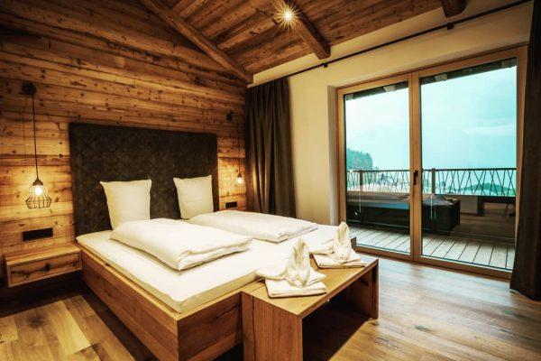 #rufanaalpin #rufanaalp #rufana #bedroom #herbst #4jahreszeiten #altholz #holidays #vacation #mountains #machmalurlaub #visitvorarlberg #apartmentdesign ...
