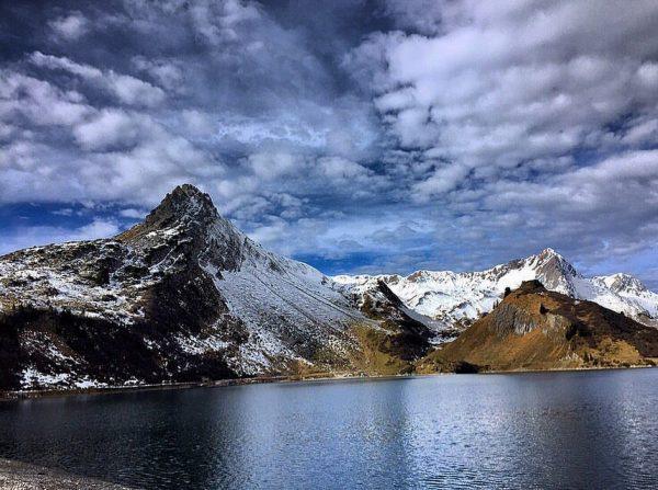 Blick auf die #spulersee #bergwelt vom #spullerschafberg #summit #peak #landscapephotography #landscape #landscapelovers #landscape_lovers #landscape_captures #mountains #berge #trailrunning...