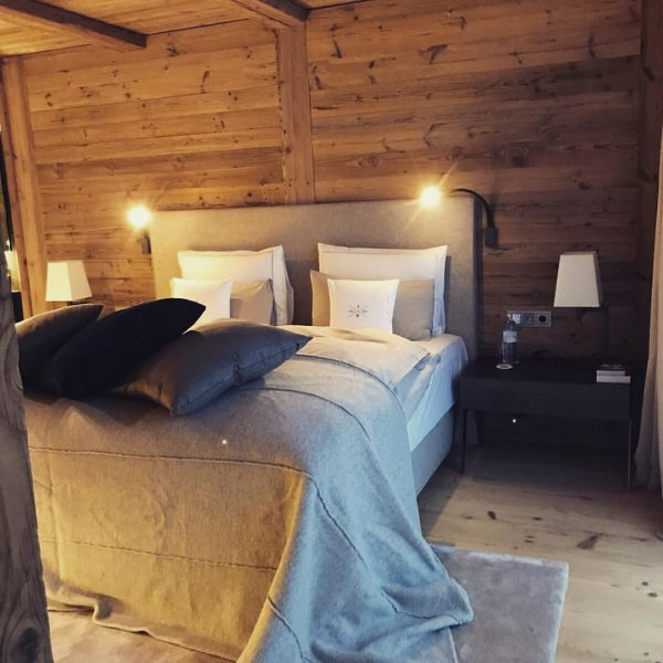 Cozy and luxurious bedroom @severins.lech #alpinechic #luxury #chalet #suitehotel #luxuryhotel #severins #lech #mountain ...