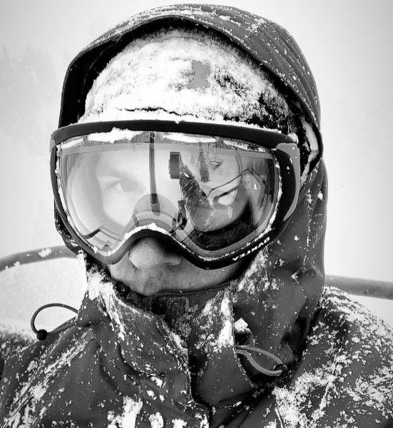 [ Passion ] . . . . #vorarlberg #diedamskopf #snowing #powderinmarch #ski #skiing ...