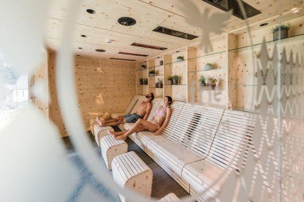 Herrlich duftendes Zirbenholz, positive Energie und gut tuende Infrarot Wärme. #sparadies #infrarot #wellnesshotel ...