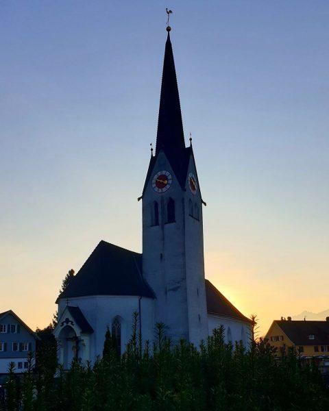 Die alte Kirche umspielt vom Winterlicht. :-) #goetzis #götzis #meinegemeinde #gemeindeleben #kirche #vorarlberg ...