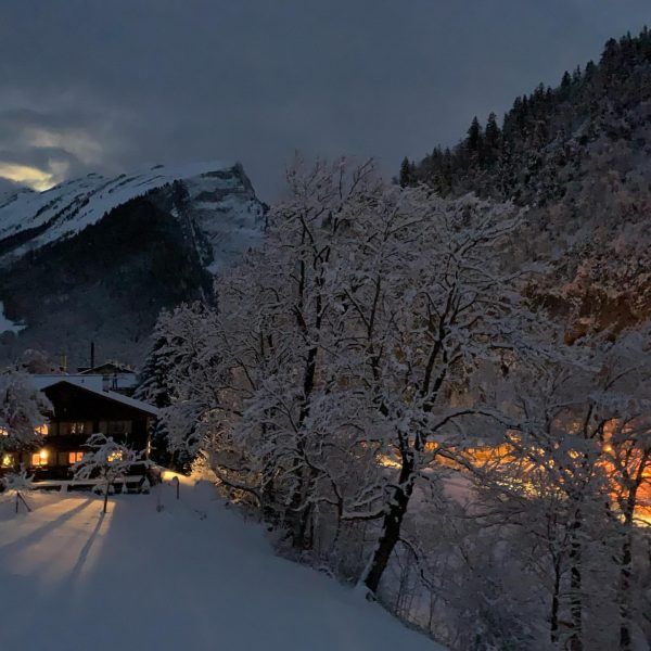 Guten Morgen im frisch verschneiten Au. #outdoor #urlaub #aktivurlaub #familienurlaub #abenteuer #erlebnis #aktion ...