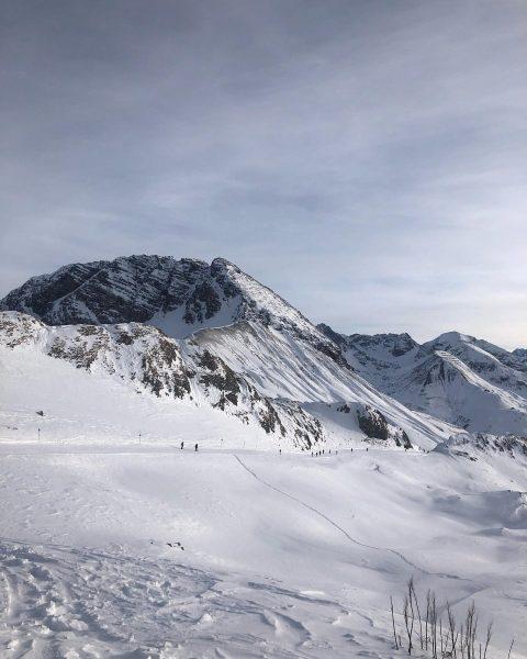 Wir wünschen euch einen super Start in die Woche!! 😉 #vorarlberg #arlberg #lech ...