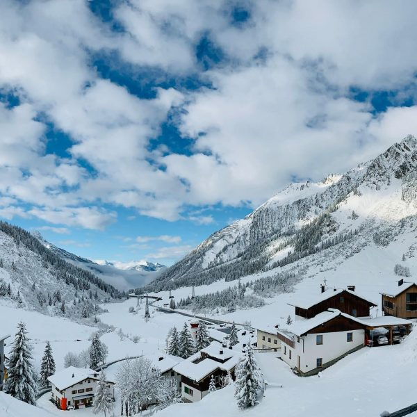 Paradise doesn't have to be tropical ☃️🥰 #winterwonderland #mondscheinchalet #stubenamarlberg #stantonamarlberg #birthdayweekend #qualitytime ...