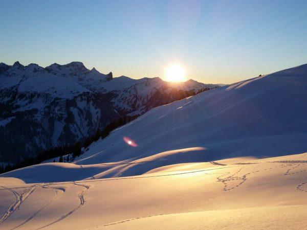 Glitzernder #Schnee. ❄️ Wundervolle #Berge. 🏔 Traumhafte #Sonnenuntergänge. 🌞 Legendäre #Abfahrten. ⛷ . ...