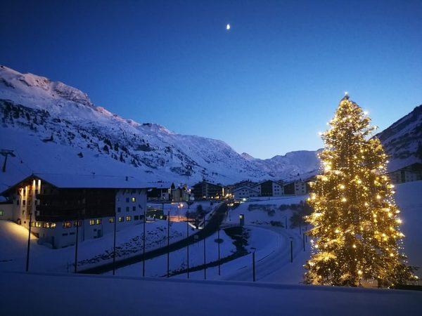 Jó egy kicsit megállni a nagy hajtásban 😊❄️🌲 #austria #österreich #vorarlberg #lechzuers #winterwonderland ...