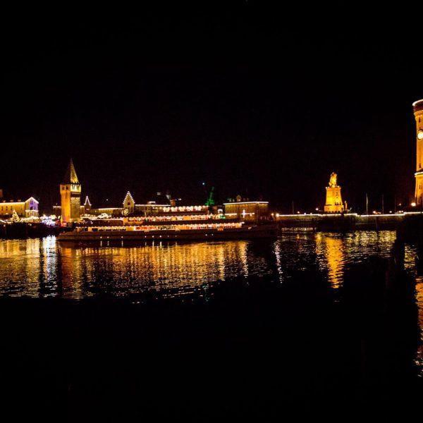 Heute bis Sonntag fährt wieder das Weihnachtsschiff zwischen Bregenz und Lindau zu den ...