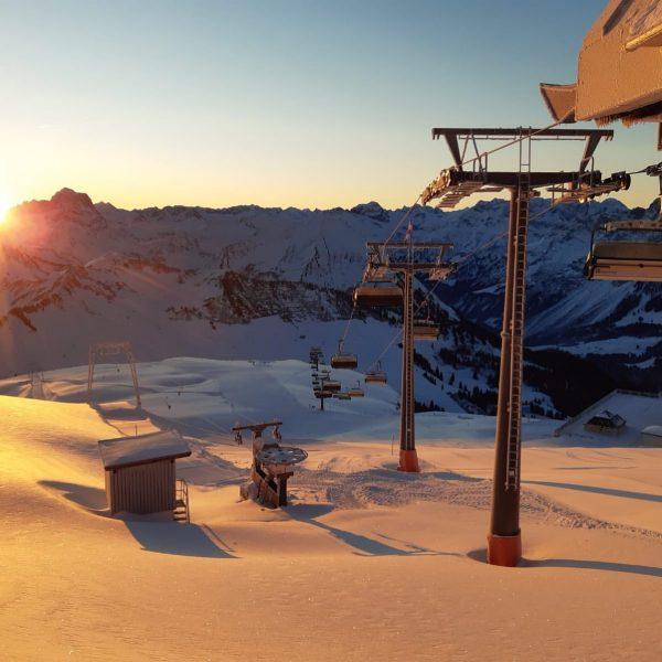 ⛷🏂☀️😊 was für ein traumhafter Sonnenaufgang am Diedamskopf! Wir haben beste Pisten, feinster ...