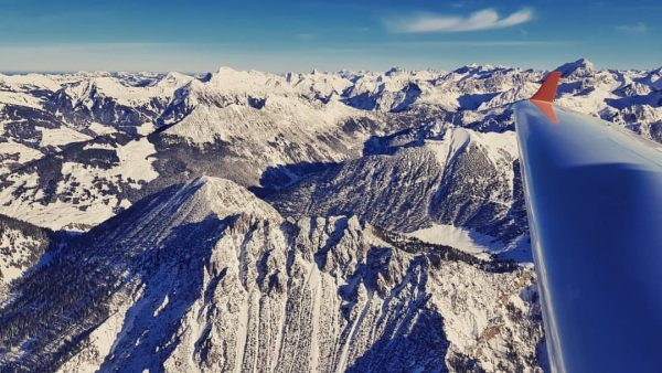 what a flight!😳😍✈ . . . . #laendlefliegerei #vorarlberg #skiing #superdimona #diamondaircraft #laendle ...
