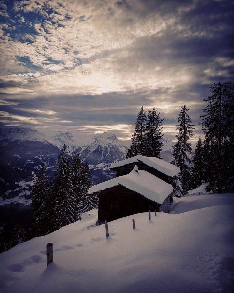 Wintermotiv vom Kristberg #abendlicht #hütte #kristberg #winter #silbertal #österreich #montafon #bergsüchtig #landscapephotography #landscape #landscapelovers #landscape_lovers #trail #sport...