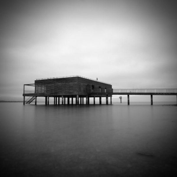Classic at the sea #bodensee #bodenseeliebe #kaiserstrand #bregenz #lindaubodensee #travelaustralia #bnwphotography #bnwmood #longexposure_shots ...