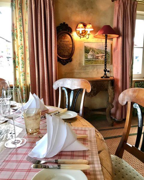 Fine Dining im Restaurant Chesa im Hotel Edelweiß, Zürs . . . #chesazürs ...
