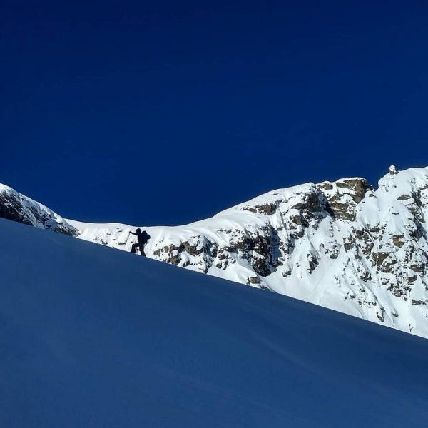Am sonnigsten Tag der Woche gingen wir die denkbar schattenreichste Skitour... auf zur ...