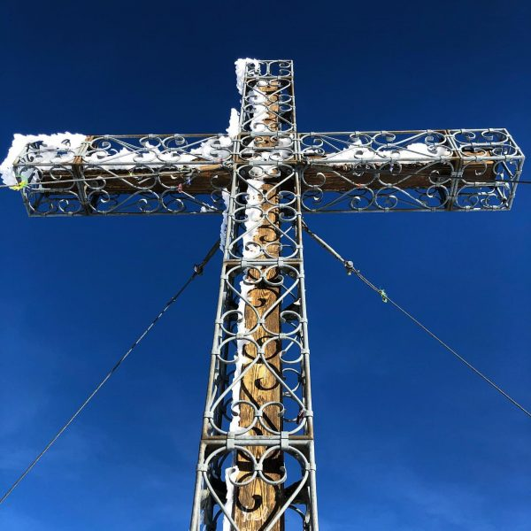 """Here you see the cross from the top of the """"Hoher Fraßen"""" in the Austrian Alps """"Lechquellengebirge""""..."""