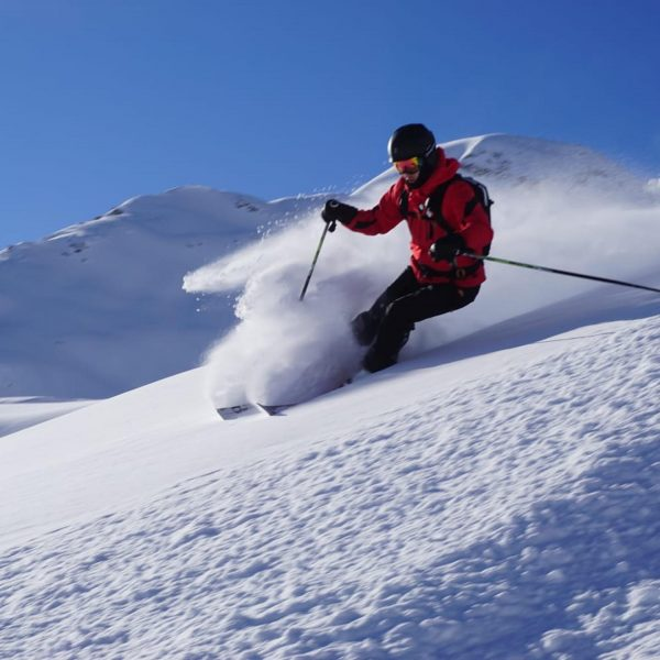 Sun is out! What a great time enjoying some powder turns at @lechzuers ...