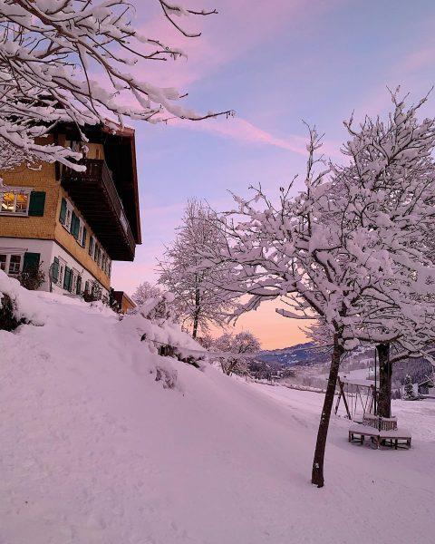 #nofilter Guten Morgen du wunderschönes Kleinwalsertal. 😍 . . . . . #chesavalisa ...