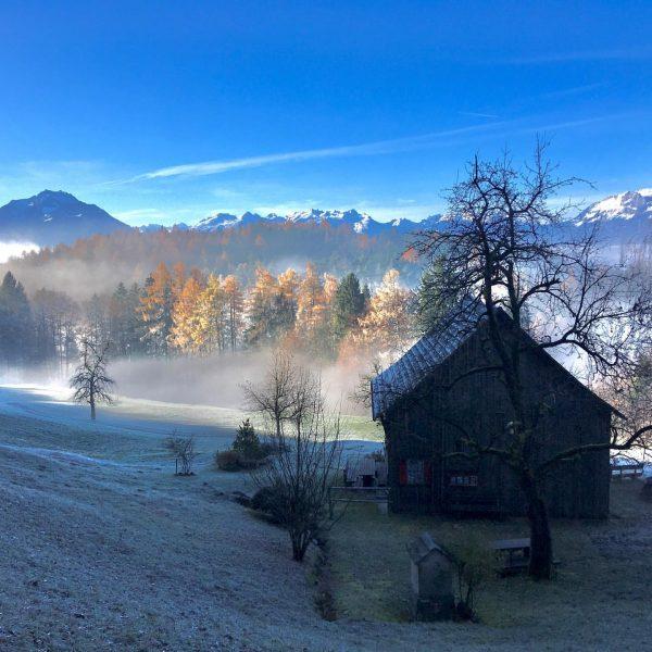 Morgenspaziergang #viktorsberg #röthis #nebel #raureif #frost #hütte #einsamehütte #romantik #vorarlberg Viktorsberg