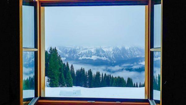 Zimmer mit Ausblick auf die Kanisfluh 👍😍 • #kanisfluh #berghofbezau #bezau #sonderdach #bregenzerwald ...