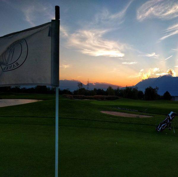 Chasing the last sun rays of the day. 🌅🏌⛳ #golfclubrankweil #golfvorarlberg #whyilovethisgame Golfclub ...