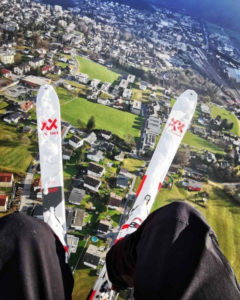 Where's the snow? . . . #nüziders #skiandfly #paragliding #bludenz #loischkopf #seekingthesnow #funnylanding ...