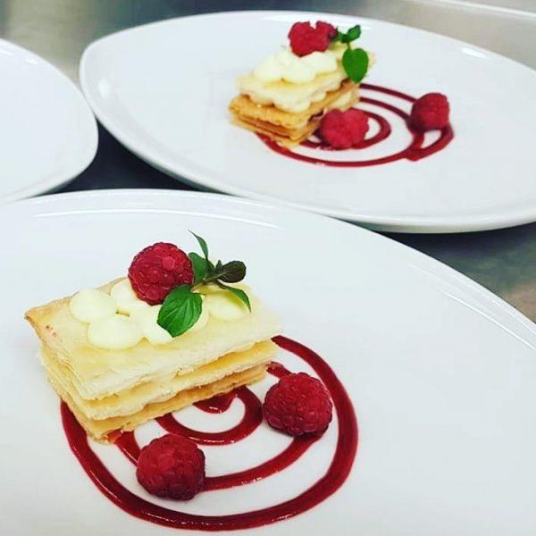 Mhhhh! Ein feines Dessert von unserer wunderbaren Illi! #leckerschmecker #auroralech #bergefürdieseele #dinner #enjoy ...