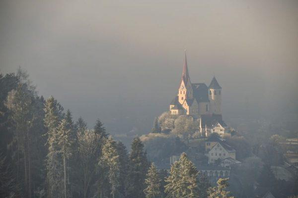 #kirche #kircherankweil #kircheimnebel #nebel #nebelfoto #basilika #basilikarankweil #landschaft #lanschaftsfoto #vorarlberg #visitvorarlberg #Vgw