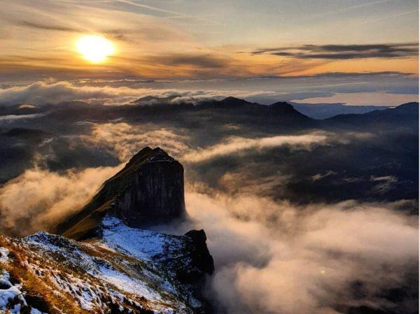 WINTER:zeit... die schönsten Momente im Schiff Wenn die Morgensonne einen Berggipfel nach dem ...