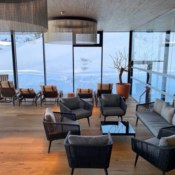 Werbung I Das Zusammenspiel von Boden, Möbel und die Integration der Natur finde ...