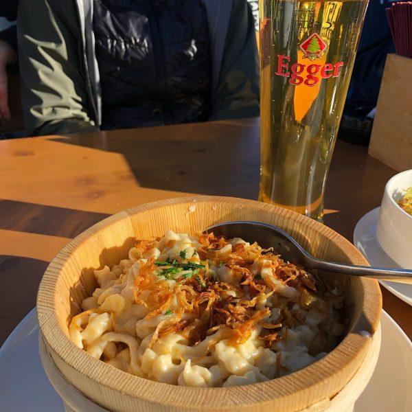 Was gibt es besseres bei einem tollen Skitag als eine Portion Kässpätzle mit ...