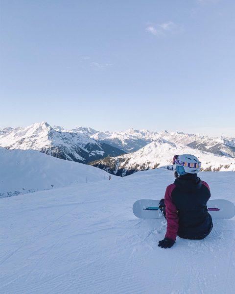 Snowboarding day ❄️ . . ____________________________ #snowboarding #austria #sonnenkopf #winter #snow #snowboard #snowwhite ...