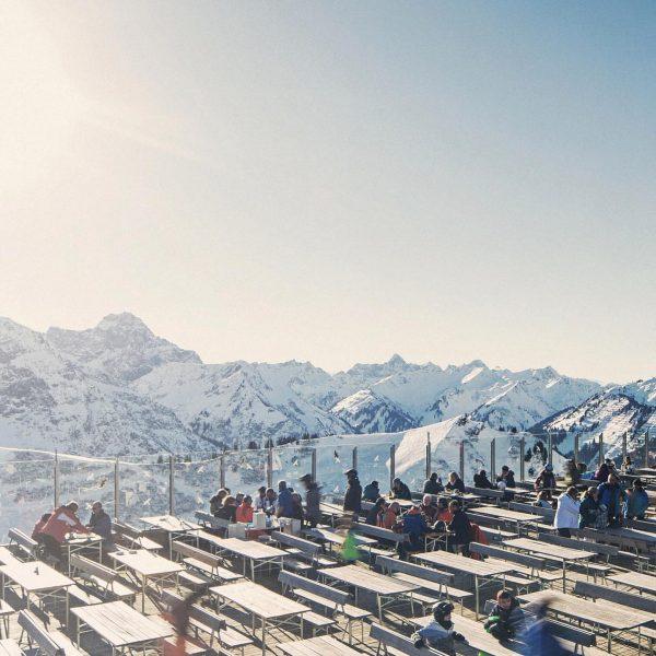 Mountains, snow & panorama - what else? 😍❄️ #kleinwalsertal #skivorarlberg #visitvorarlberg Kanzelwandbahn